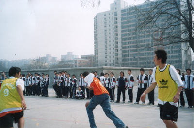 Basketball competition between Chinese and American students